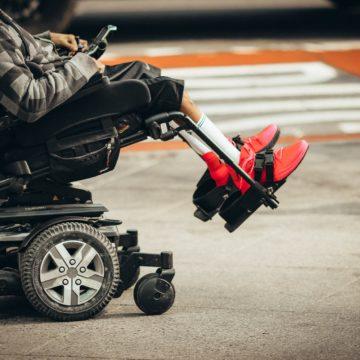 Come possono le città migliorare la qualità della vita delle persone disabili?